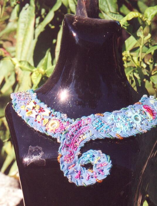 collier bleu perle