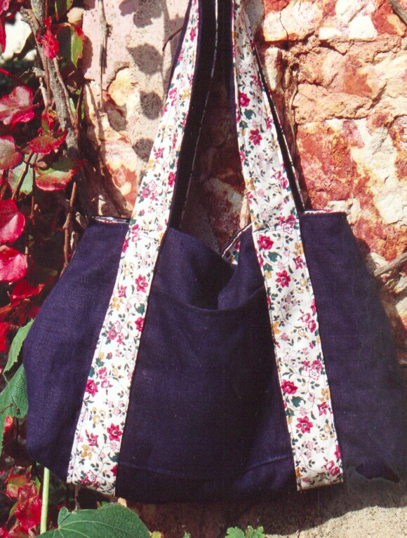 sac indigo et fleurs
