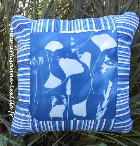 Bleu cyano, le coussin DIY