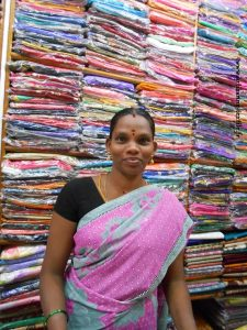 vêtements indiens: un étal coloré