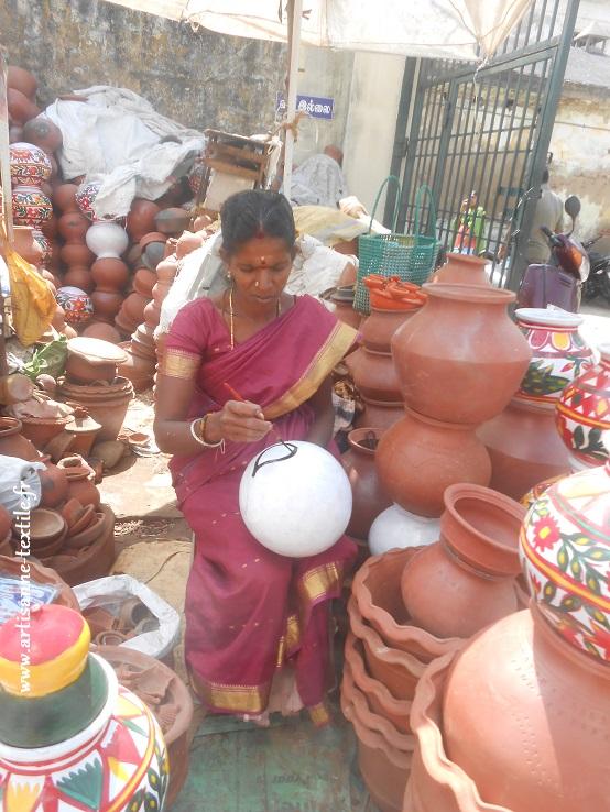 Potière en Inde