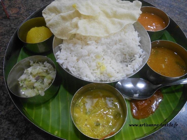 Thali et papadum en Inde du sud