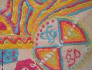 Mandala de sable sur le thème de la paix