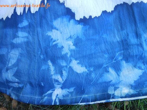 Robe 7: détails du cyanotype sur tissu