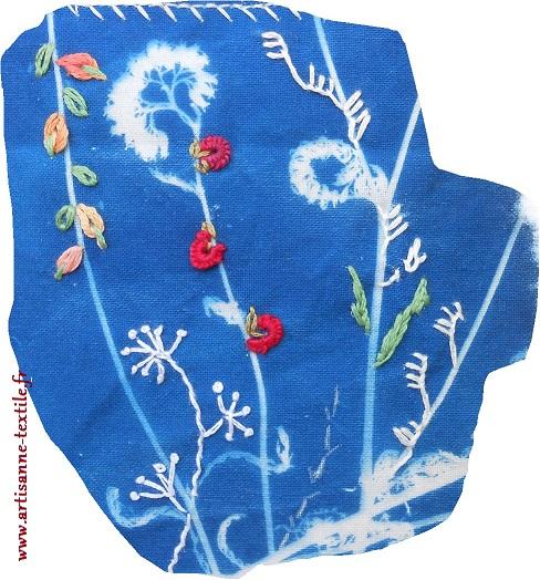 Carte textile 1 détail broderie cyano rebrodé