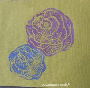 rose en linogravure sur tissu