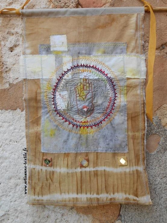 Mandala brodé: le mudra de Bouddha 3