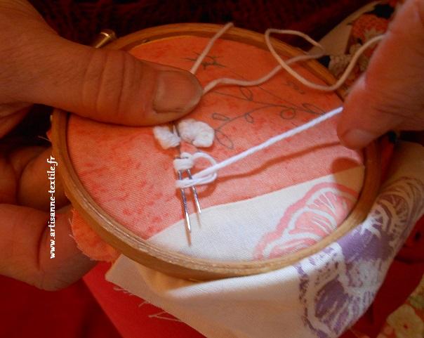 Broderie en relief, le point de tricot avec 2 aiguilles (3)
