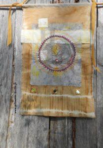 Mandala textile brodé: le mudra de Bouddha 5