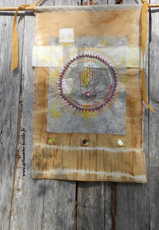 Mandala brodé: le mudra de Bouddha 5