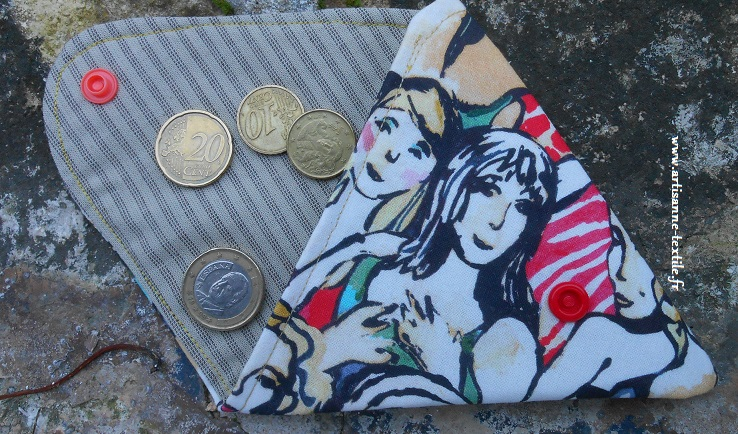 rose en linogravure et porte- monnaie plat et triangulaire