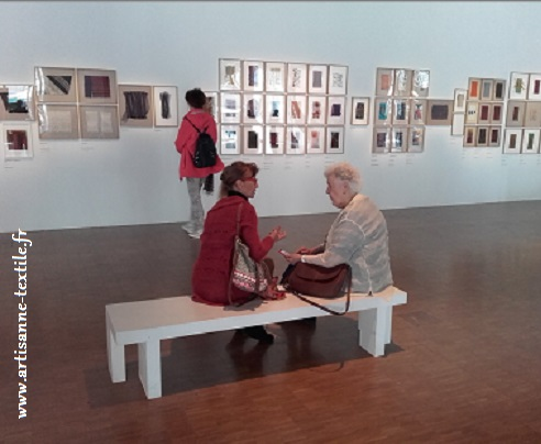 Shela Hicks avec l'artisane textile