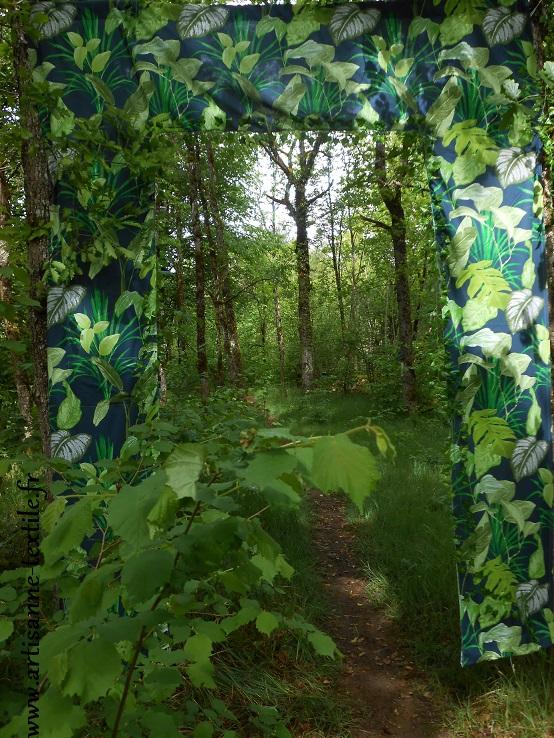 Installation textile sur le Causse de Sorges en Périgord