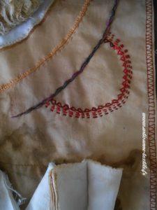 détail 1 du mandala textile des livres oubliés