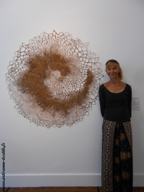 artisane textile et sculpture textile à la fondation Datris