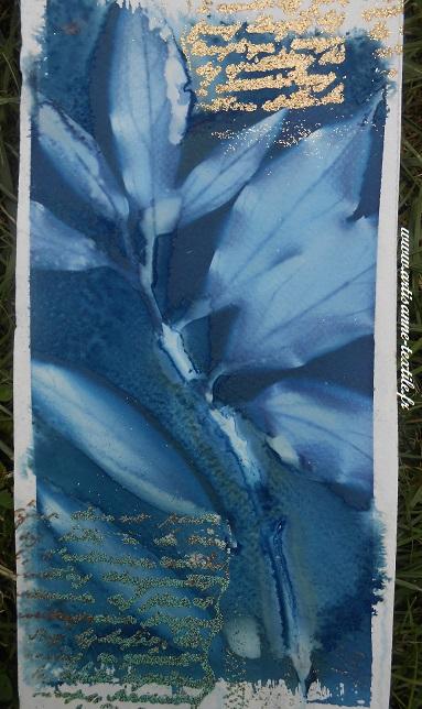 association de techniques: cyanotype sur Canson et embossage