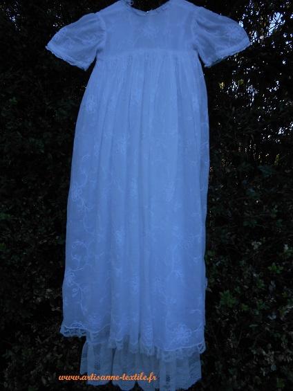 Robe de mémoire 2: robe de baptême avant traail de broderie