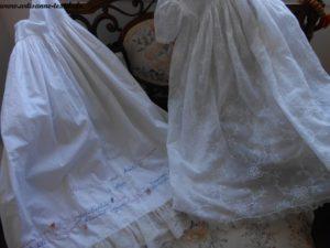 robe de mémoire 2: la sous-robe partiellement brodée