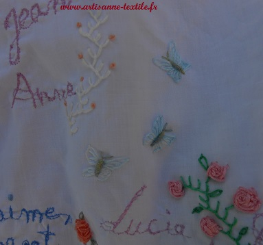 Robe de mémoire: les papillons brodés