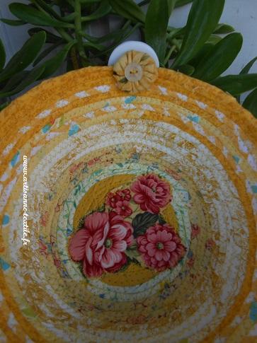 detail corbeille textile fleuries