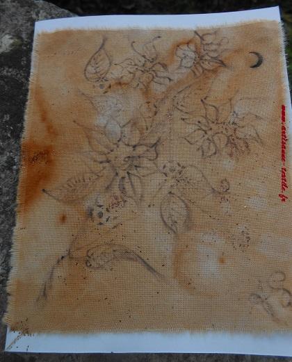 Pyrogravure sur tissu teint à la rouille (carte textile)