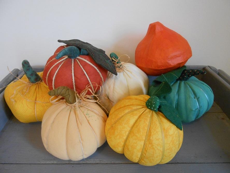 En tissu en papier mach des citrouilles de saison artisanne textile - Citrouille halloween en papier ...